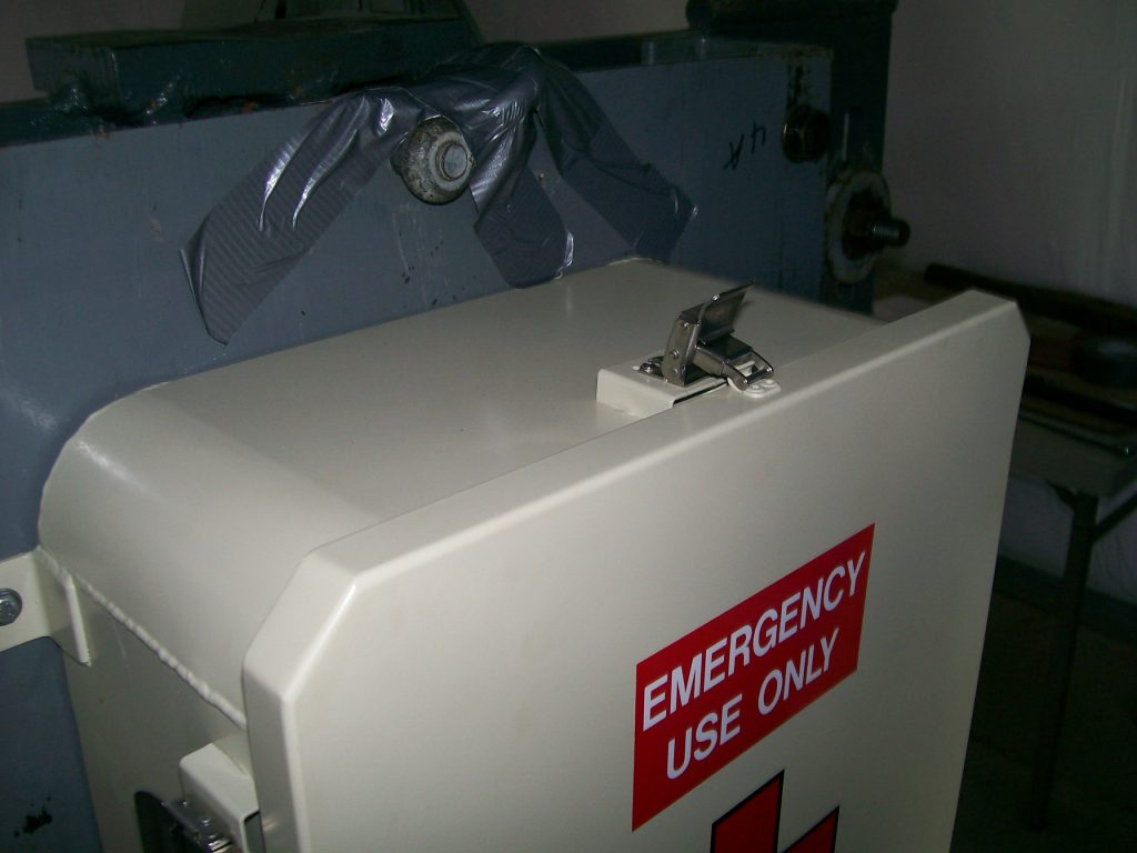 SHOCK TEST B-7A-9 FIRST AID BOX Picture 003